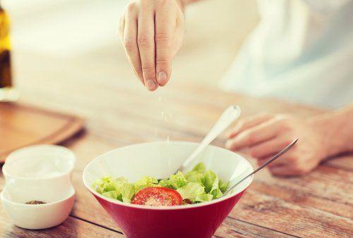 Przyprawianie sałatki