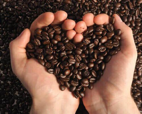 peeling z kawy pomaga pozbyć się wągrów