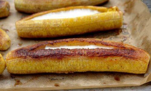 dojrzałe plantany pieczone z nadzieniem