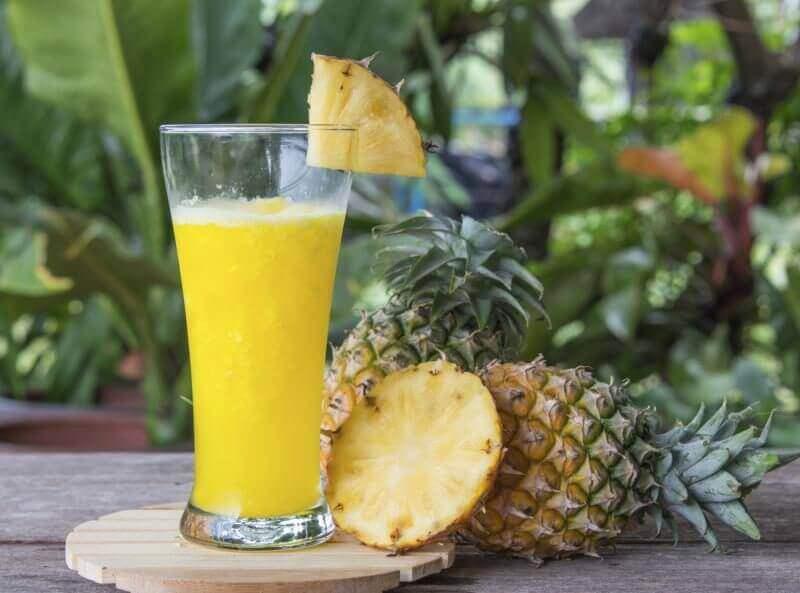 smoothie z ananasa - kuracje ananasowe