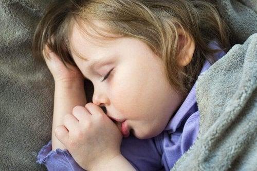 Ssanie kciuka - 4 wskazówki jak odczuczyć dzieci tego nawyku