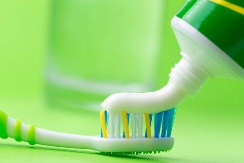 Szczotka i pasta do zębów