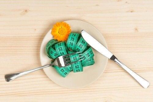 Zmiany masy ciała centymetr na talerzu