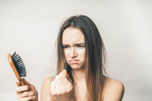 Wypadanie włosów: domowe sposoby zapobiegawcze