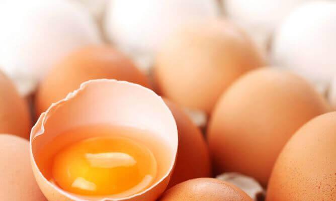 żółtka z jajek