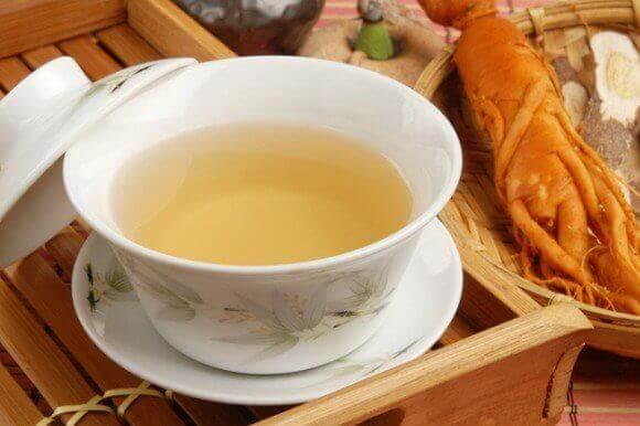 Filiżanka herbaty z żeń-szeniem