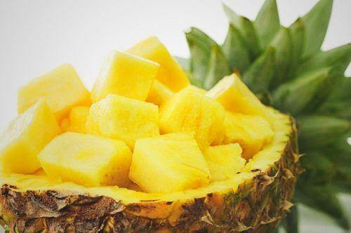 Infekcje dróg moczowych u dziecka można leczyć ananasem.