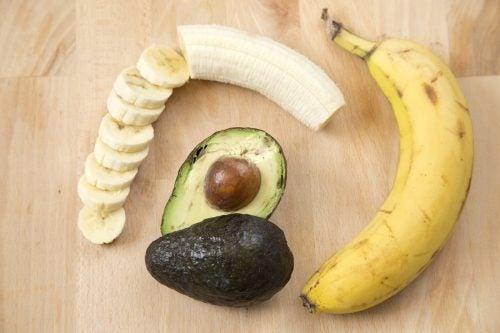 Banan i awokado na pęcherze