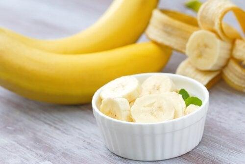 Banany zawierają witaminę B6.