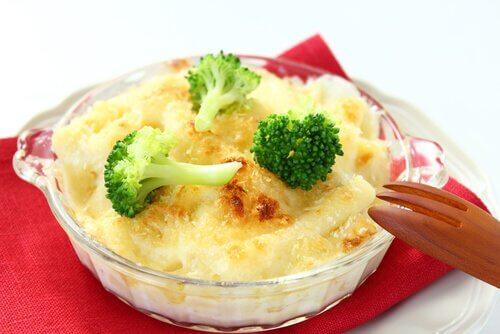 Brokuł i zapiekanka z serem