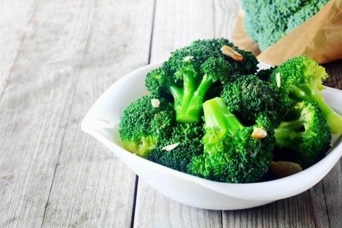 brokuł w misce