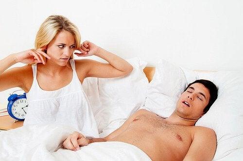 Uciążliwe chrapanie - 5 domowych sposobów