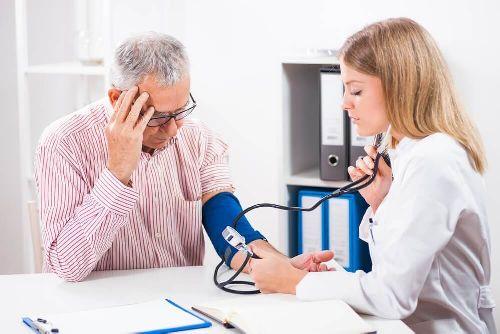 Niskie ciśnienie krwi: jak je podnieść w zdrowy sposób?