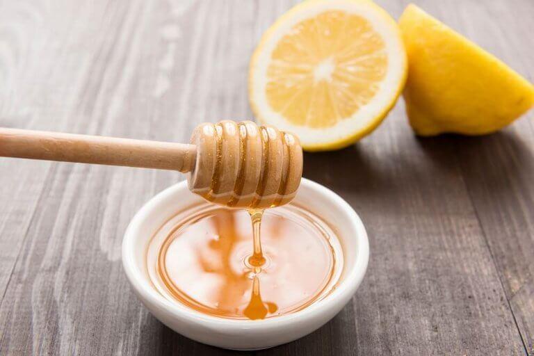 sok z cytryny i miód