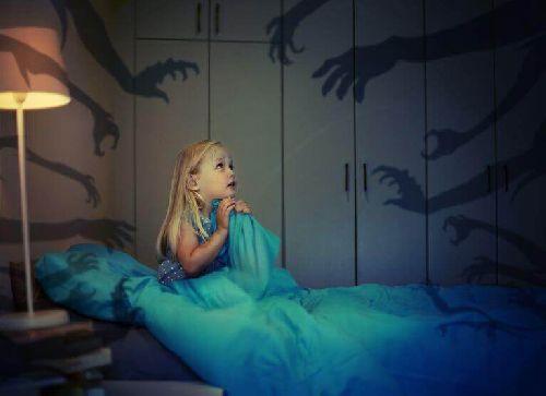 W jaki sposób dzieci mogą pokonać strach przed ciemnością?