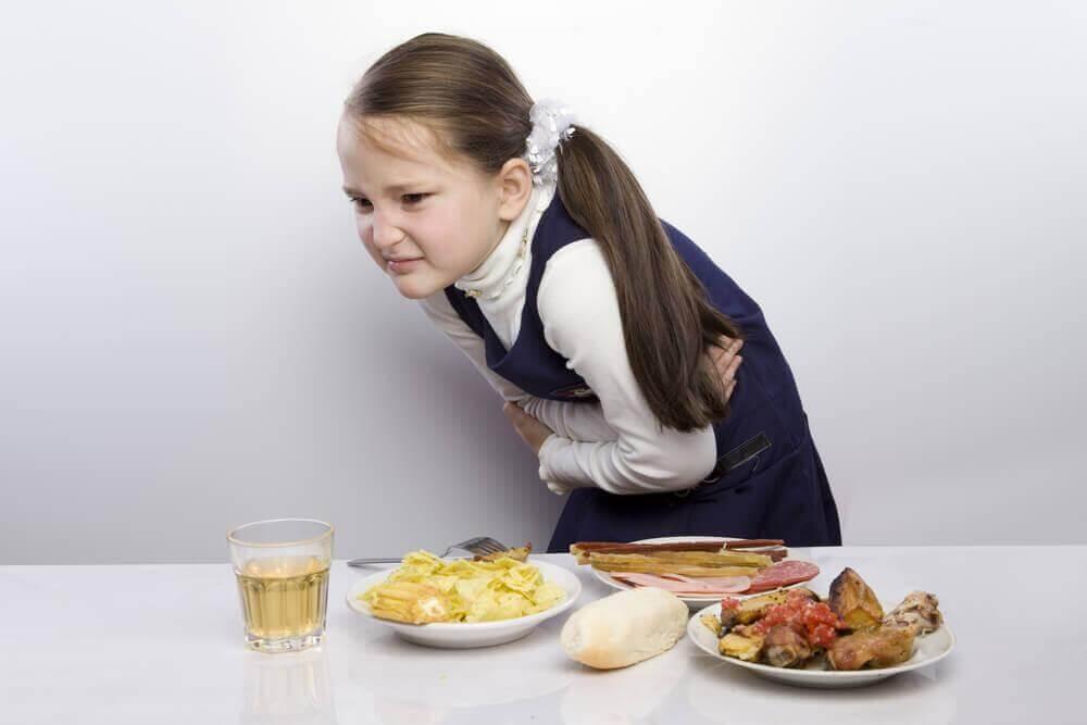 Ból brzucha u dziecka.