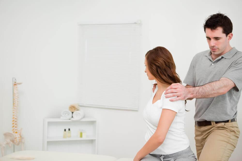 fizjoterapeuta i pacjentka