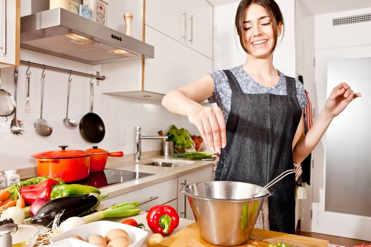 Gotująca dziewczyna