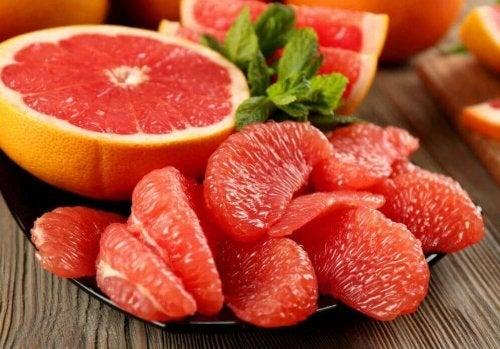 Pokarmy spalające tłuszcz- grejpfrut