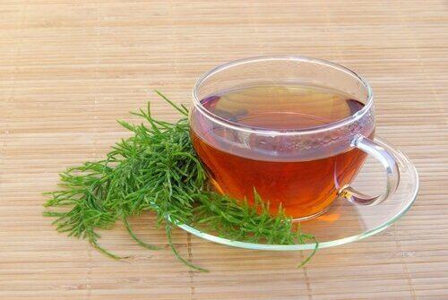 Herbata ze skrzypu polnego.