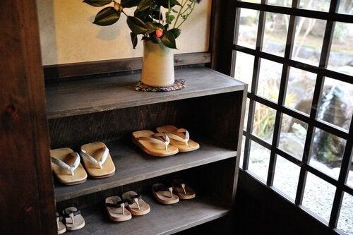 japońska szafka na buty