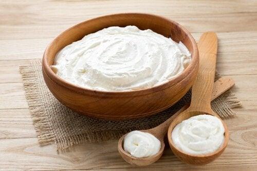 Domowa maseczka z jogurtem na pryszcze.