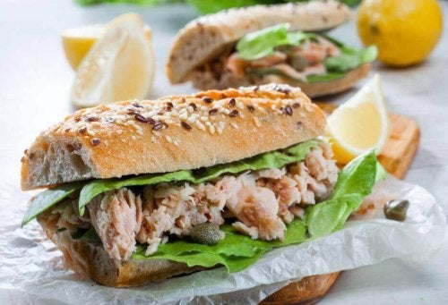Przygotuj pyszną kanapkę z tuńczykiem
