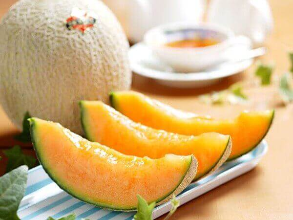 Lodowy deser z melona. pożywne desery