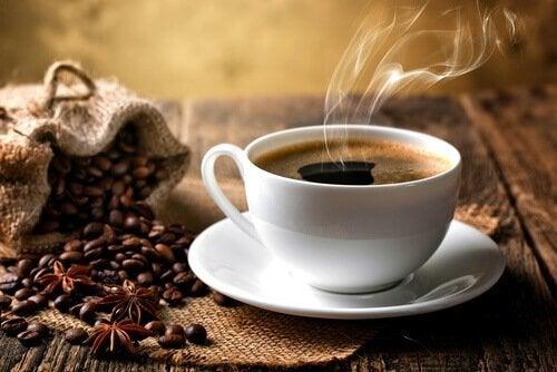 kawa w filiżance - praca siedząca