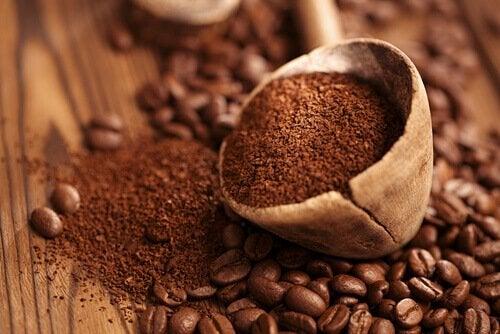 kawa w ziarnach i zmielona