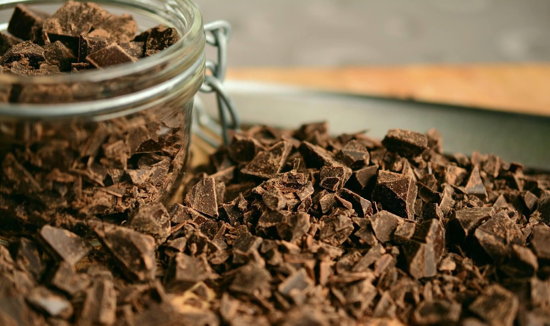 Kawałki czekolady na poprawę humoru