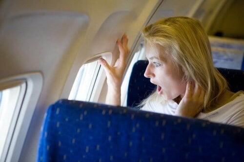 Zapanuj nad uczuciem niepokoju aby Twoja podróż przebiegła spokojnie.