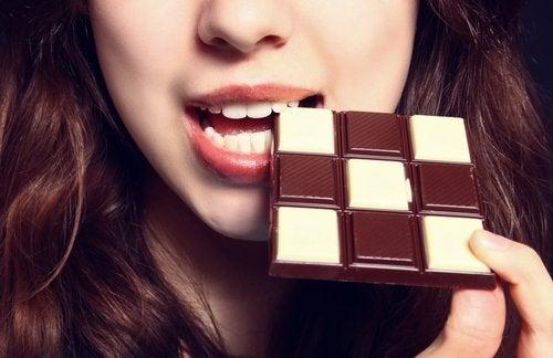 Kobieta z czekoladą.