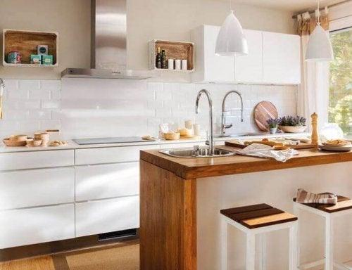 mała kuchnia a wyspa kuchenna