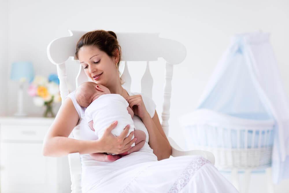 Mama z dzieckiem po porodzie