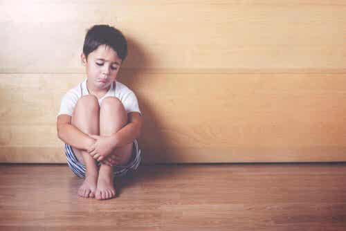 Niekochane dzieci – objawy, których nie da się przeoczyć