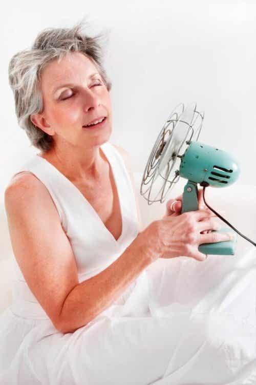 Objawy menopauzy – zioła, które je złagodzą