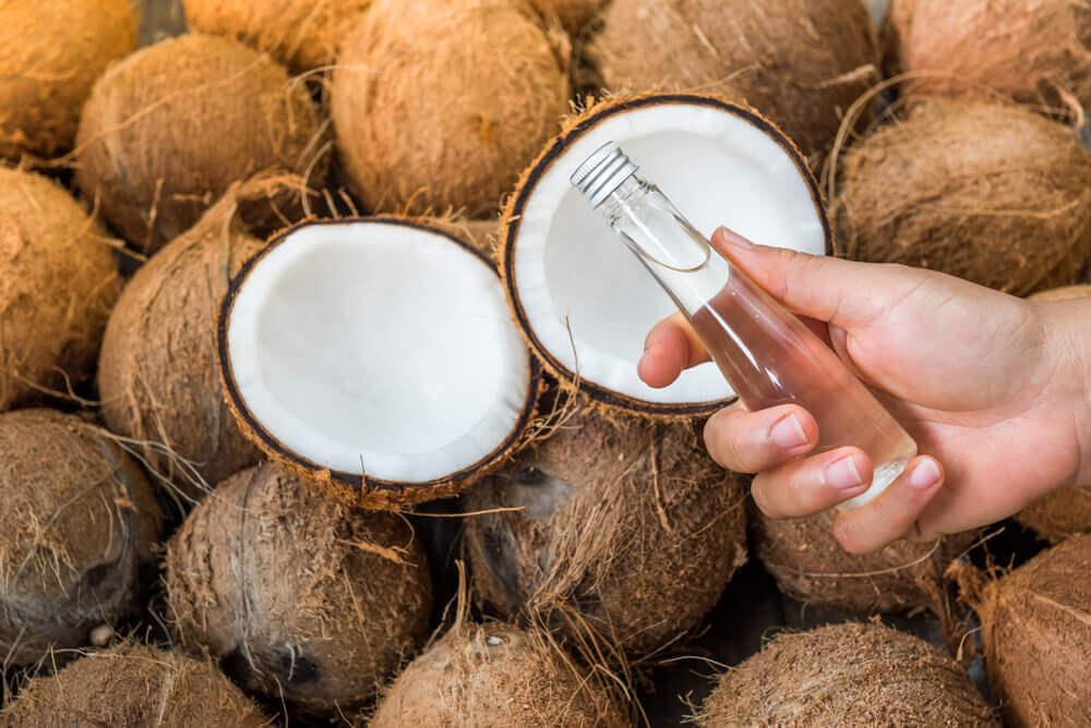 olej kokosowy na rozstępy