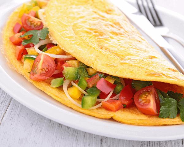 Omlet z warzywami – prosty przepis na śniadanie