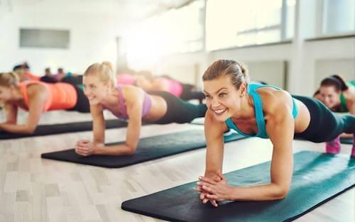 Plank: doskonałe ćwiczenie na płaski brzuch!