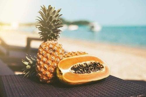 Detoks owocowy- oczyść swoje ciało papają i ananasem