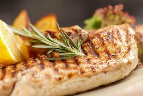 Piersi z kurczaka na różne sposoby – 3 zdrowe przepisy