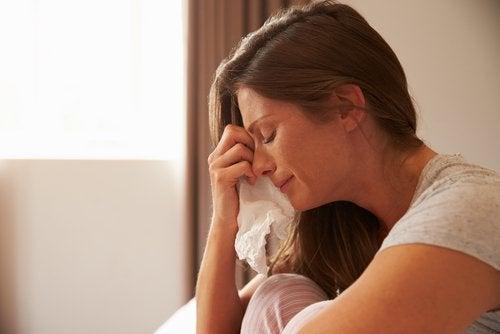 opuchlizna oczu spowodowana płaczem