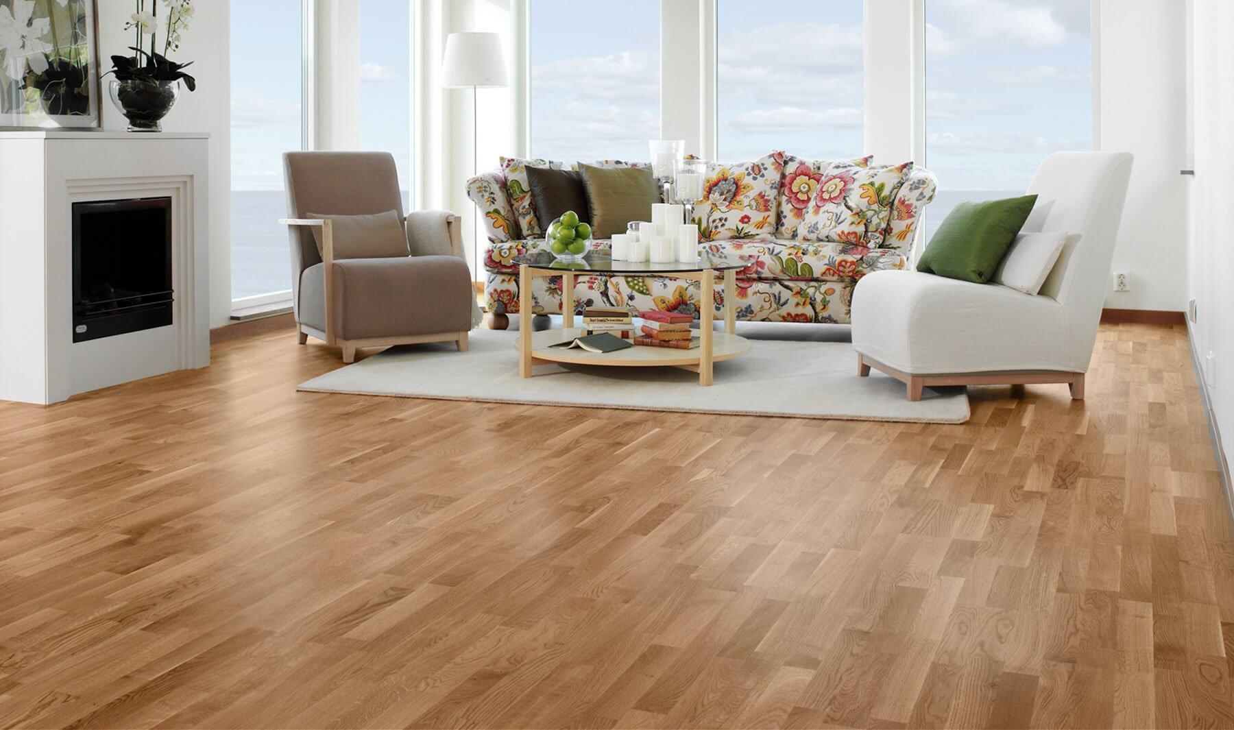 Pokój z drewnianą podłogą