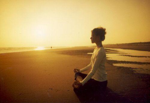 Relaks, joga na plaży na układ odporościowy