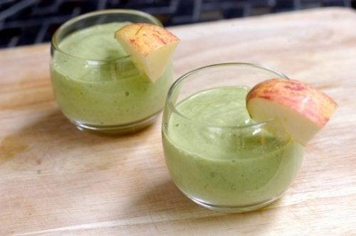 Energizujące smoothie z awokado i jabłkiem to wyjątkowo zdrowy napój.