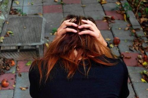Bolesne rozstania- smutna kobieta.
