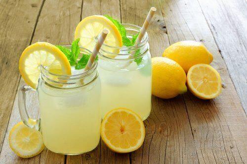 sok z cytryny w słoiczkach