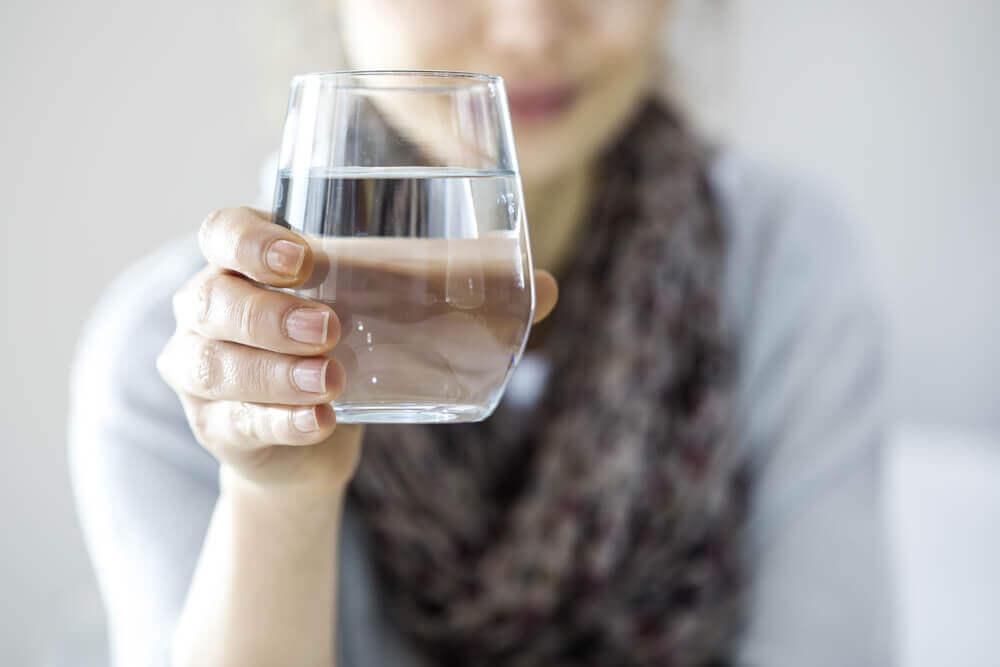 Szklanka czystej wody a dieta wyszczuplająca