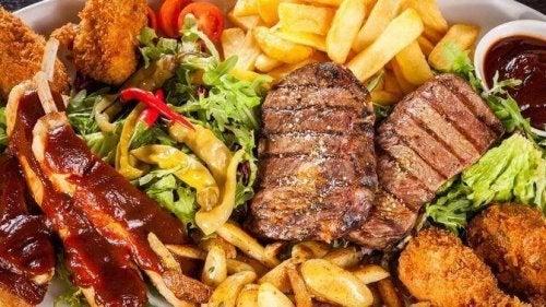 Możliwość powstania zawału serca jest większa jeśli spożywamy tłuste jedzenie